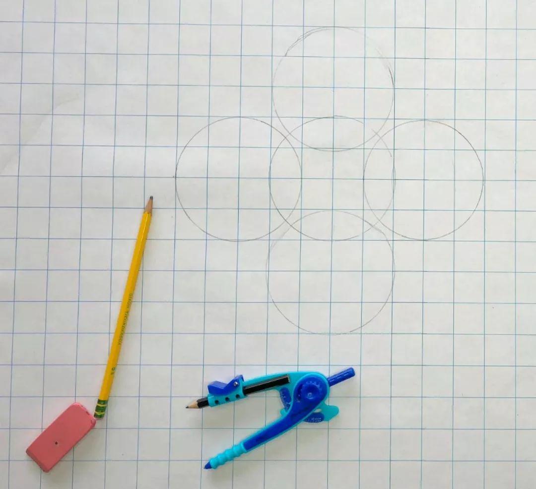 在方格纸上不断画出更多的圆,
