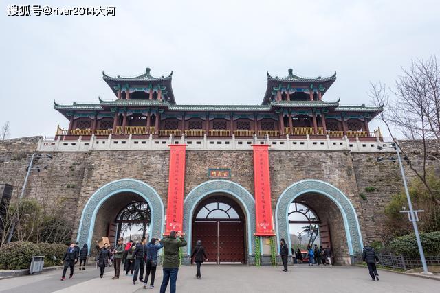 江南三大名湖之一,与杭州西湖齐名,曾是皇家园林