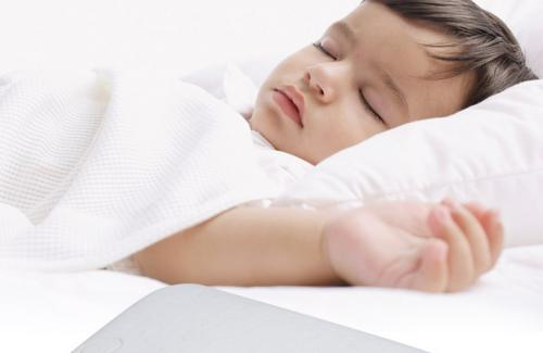 婴儿多大可以用枕头?用早了、选错了,都不利于孩子健康发育