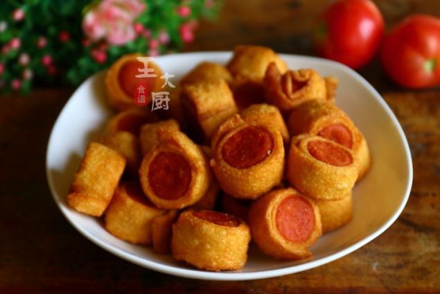 饺子皮还有这种吃法,以前真没见过,酥炸饺子皮卷火腿,好吃