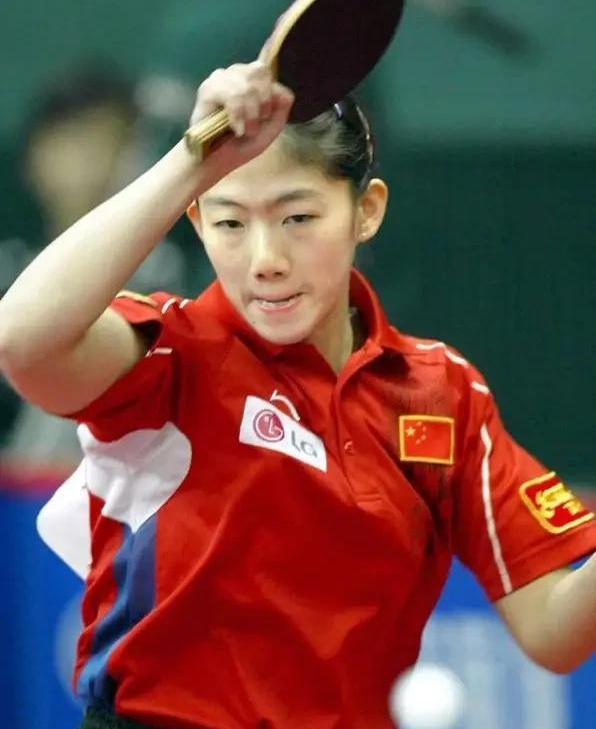 【乒乓球 炫六网】原创乒坛冠军牛剑锋近况如何?39岁魅力不减