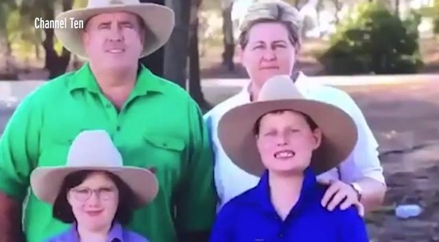 原创 贝爷附体了?澳洲男孩在电视镜头前,面带微笑吃掉两只嘴边的苍蝇