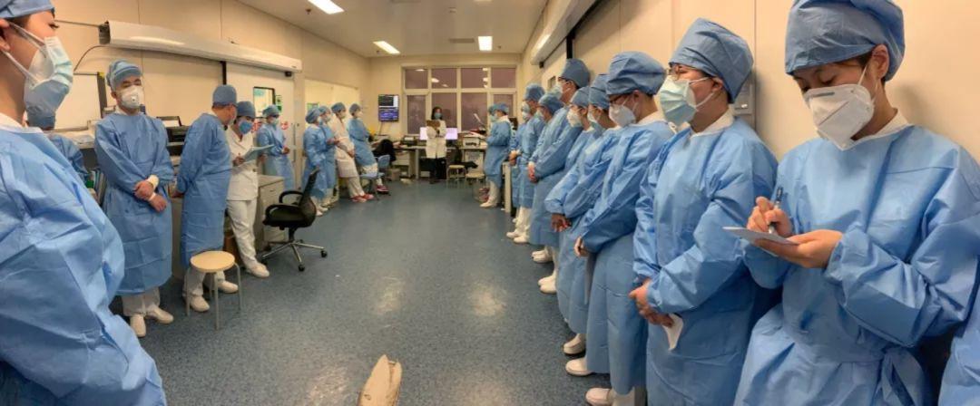 一线手记|急诊科医生的一天:白大衣承载了生命的重量,承载着我的信仰和梦想