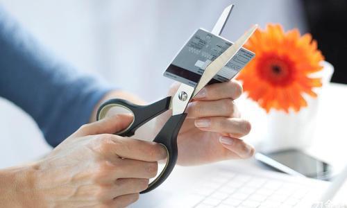 """信用卡越多、信用越""""好""""?一個人持有幾張信用卡最合適呢?"""