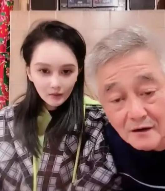 赵本山现身女儿直播间,声称女儿太脆弱,黑粉也是粉