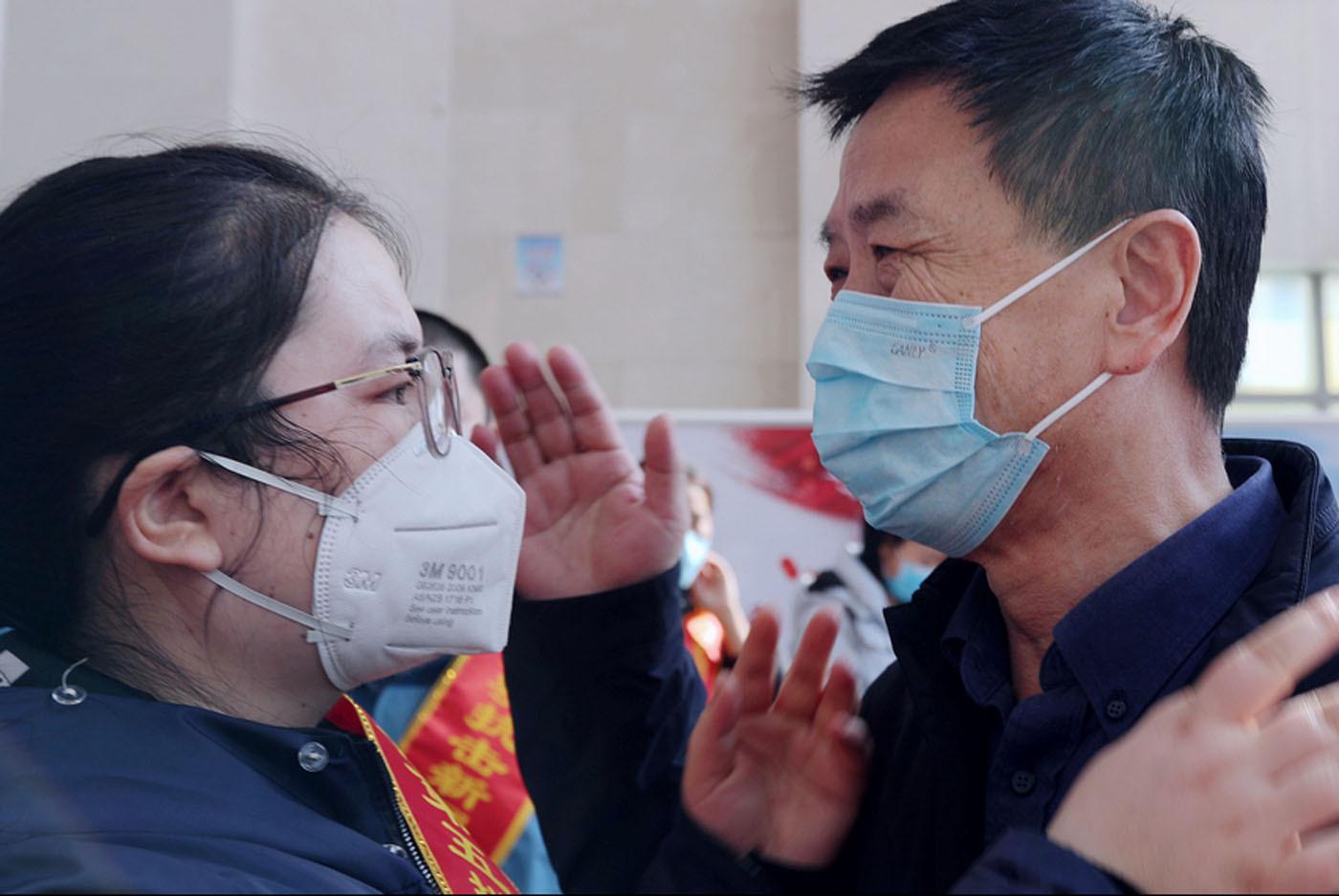 山东滨州:第五批援鄂医疗队出征现场多人泪奔