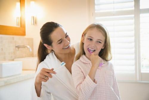 早晨不刷牙就喝水,会喝进一堆细菌损伤肠胃?请大家放宽心