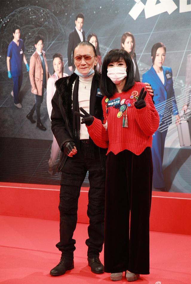 原创 83岁谢贤人老心不老,戴口罩现身不忘穿得时髦休闲,帅了一辈子