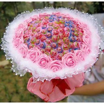 1朵是一见钟情 2朵是心心相印 3朵是我爱你   9朵是长相守 11朵是一心一意   希望收到花朵的你 是不言而喻的低头微笑   是言笑晏晏的花儿与少女