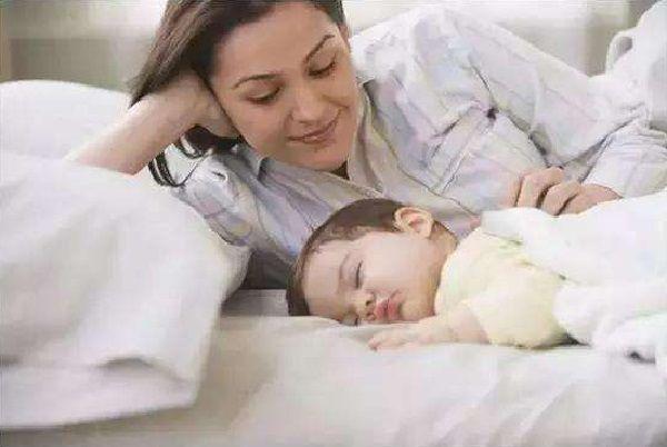 7个月宝宝成脑瘫,只因爷爷的这个错误行为,你怎样哄孩子睡觉?