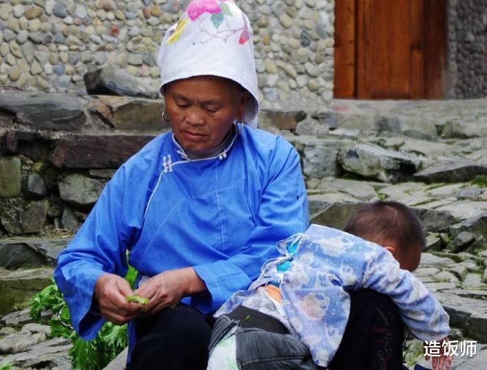 婆媳生活8年,儿媳天天给婆婆喝米汤,临终说了5个字,婆婆泣不成
