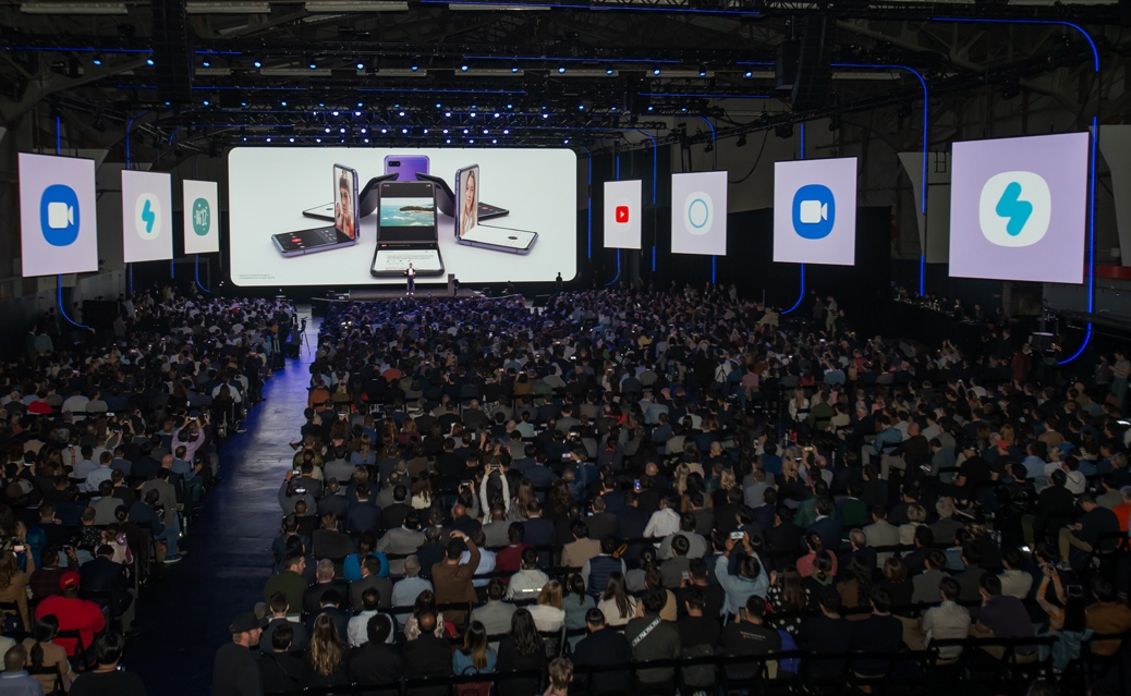 剑指未来SamsungGalaxyZFlip引领折叠屏手机市场新十年