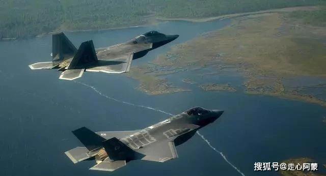 """歼-10与F-22、F-35罕见""""同台较量"""",新加坡人:中国带来最大惊喜"""
