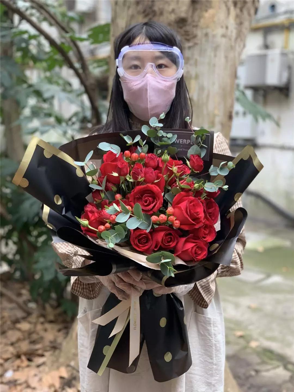 """99元一束的玫瑰,现在卖32.9元!疫情下,鲜花商家的""""情人劫"""""""
