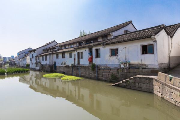 原创             中国最适宜情侣打卡的5座城市,人少景美,最重要的是花钱还少