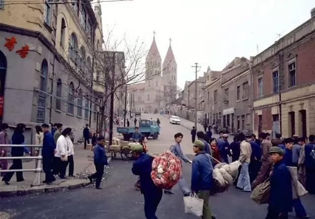 原创             青岛天主教堂历史悠久 80多年岿然不动