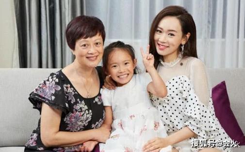 「会火」原创41岁前港姐杨思琦二胎得子,孕妈气色如少女,儿女双全生父依旧成谜