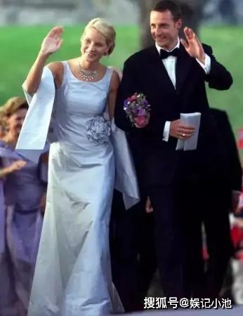 「娱记小池」原创辍学爱吸毒男,未婚先孕,这个槽点满满的女人为何能嫁挪威王子?