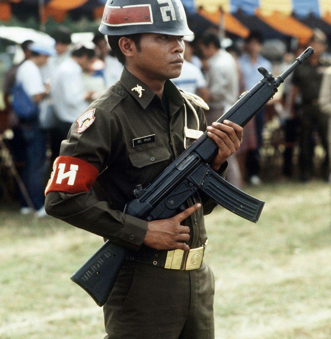 装配HK33的泰国士兵
