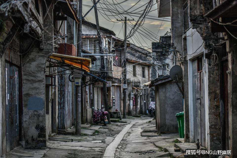 """原创             从""""小小宁国县,大大河沥溪""""到皖南废墟,是谁改变了这一切?"""