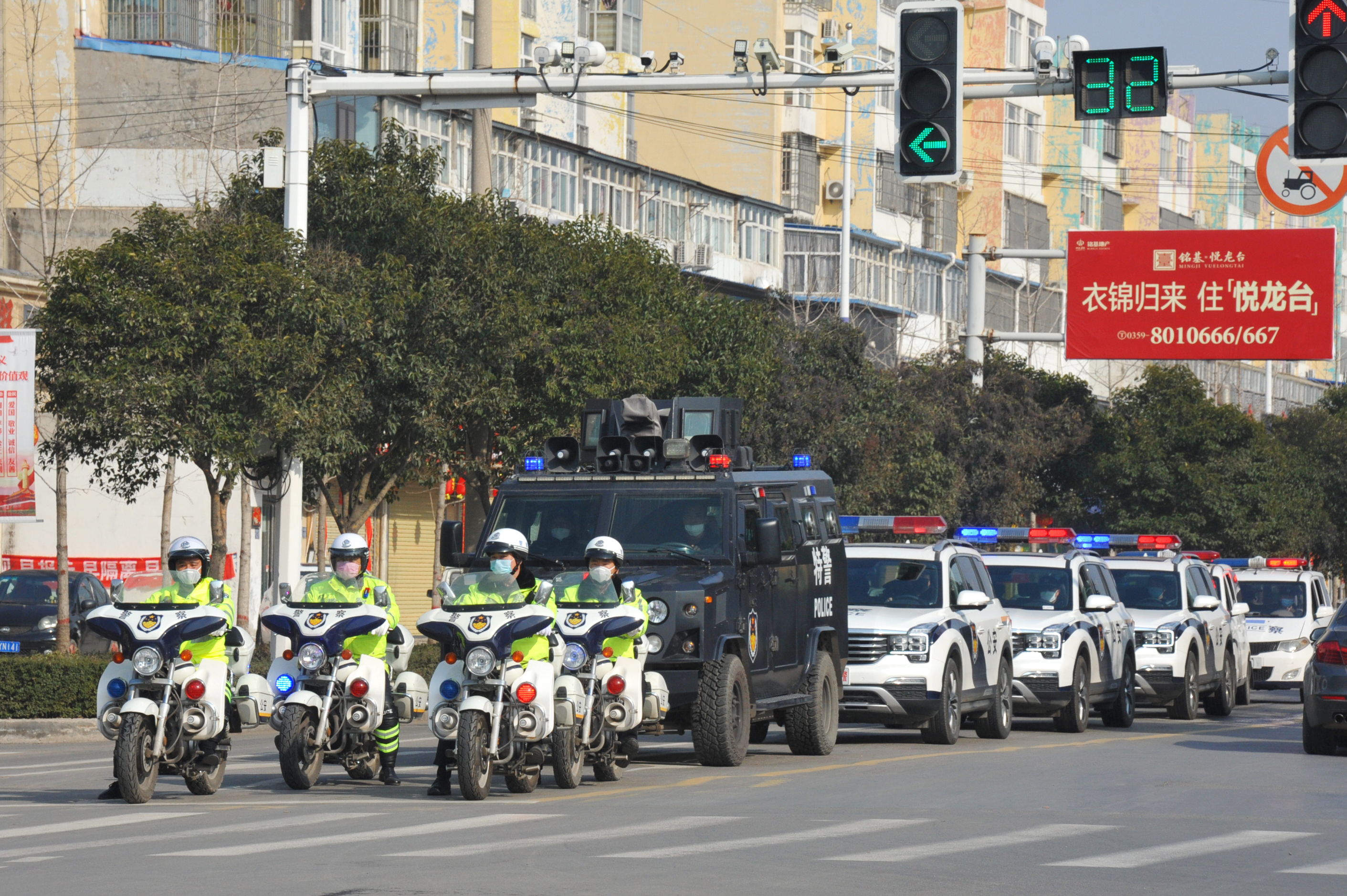"""永济市公安局多种警车组队""""喊话式""""宣传疫情防控知识"""