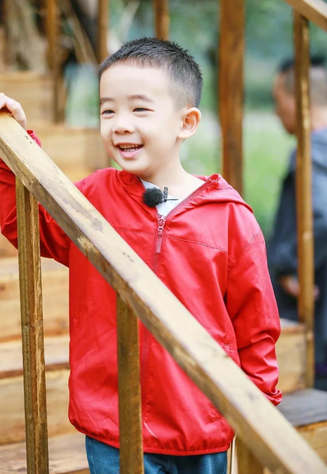 """深圳夏令营:6岁Jasper被夸会做人:成人世界油腻的""""高情商"""",才配不上他"""