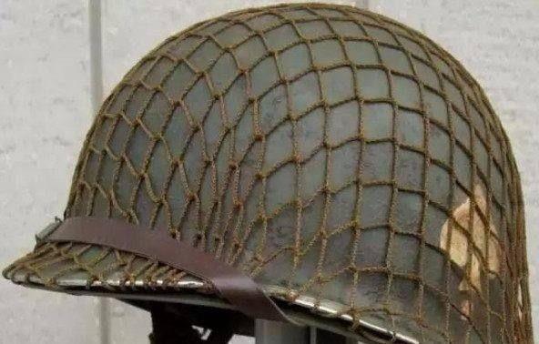 美军头盔上为何罩一层渔网?看着不起眼,却拯救了20万美军的性命