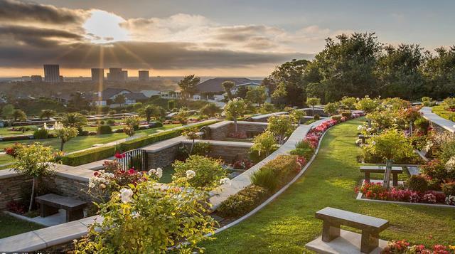 原创 科比墓地细节曝光,起拍价超300万,能观海还能看到生前住宅