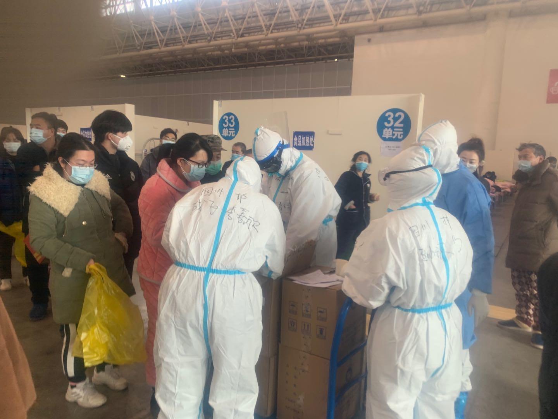 国家(四川)紧急医学救援队率先启动方舱医院病友互助管理模式