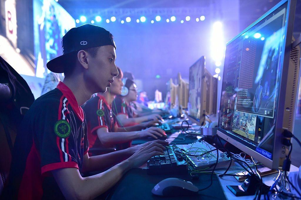 疫情下的中国电竞:赛事暂缓、商业化遇阻、靠直播自救
