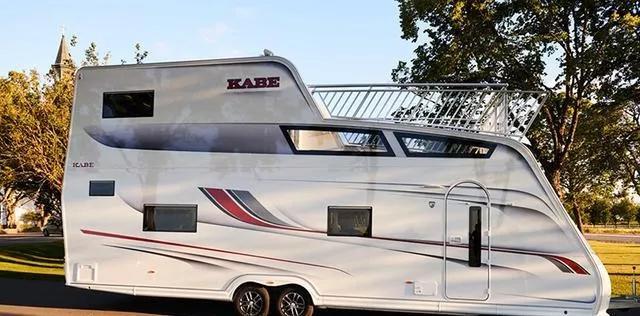 双层的拖挂旅居车,还带超大阳台,设施豪华程度超乎你的想象