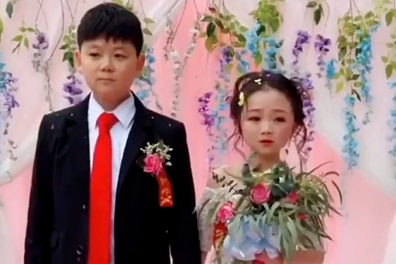 """""""冻龄童颜""""女孩结婚,30岁却拥有10岁面容,网友:"""