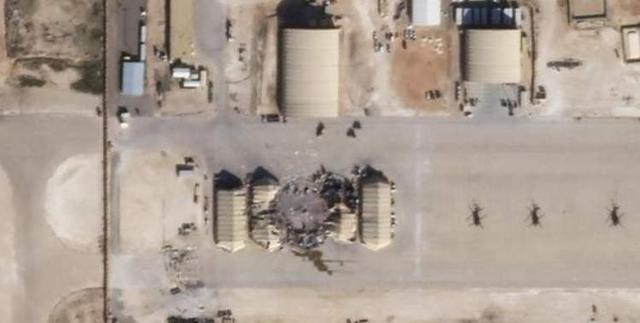 美国驻伊军事基地又被打了:数十枚火箭弹覆盖基地,炸死多名美军