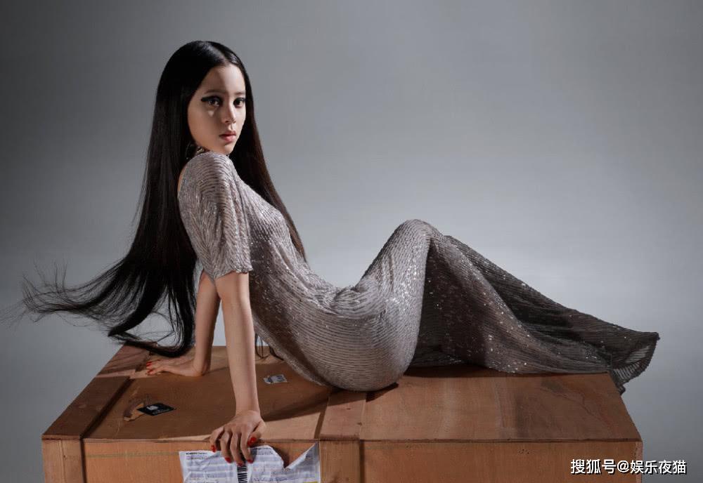 欧阳娜娜真长大了,穿透视长裙化浓妆,秀好身材吸睛迷人