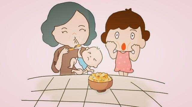 老人喜欢把嚼碎的饭喂孩子,喂饭的5个误区,家长们要警惕
