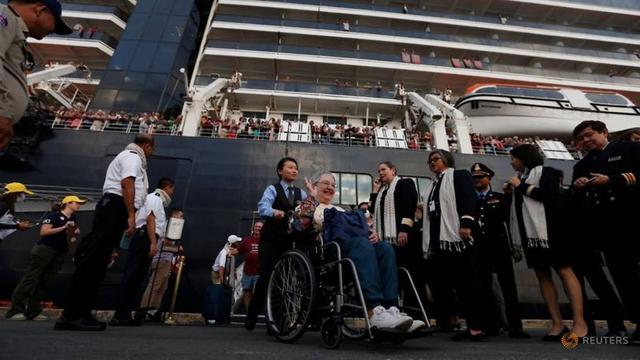 原创 漂泊两周终靠岸的韦斯特丹号一乘客被确诊!此前柬埔寨称无人感染