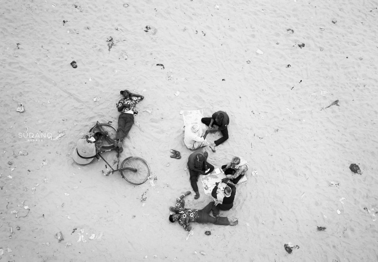 """实拍印度""""千人洗衣"""":去印度不要轻易买纱丽,这条河比恒河更脏"""