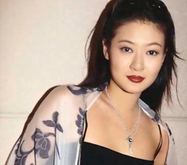 原创她是王菲闺蜜,被男友抛弃而跳楼平生,儿子被王菲抚养成人