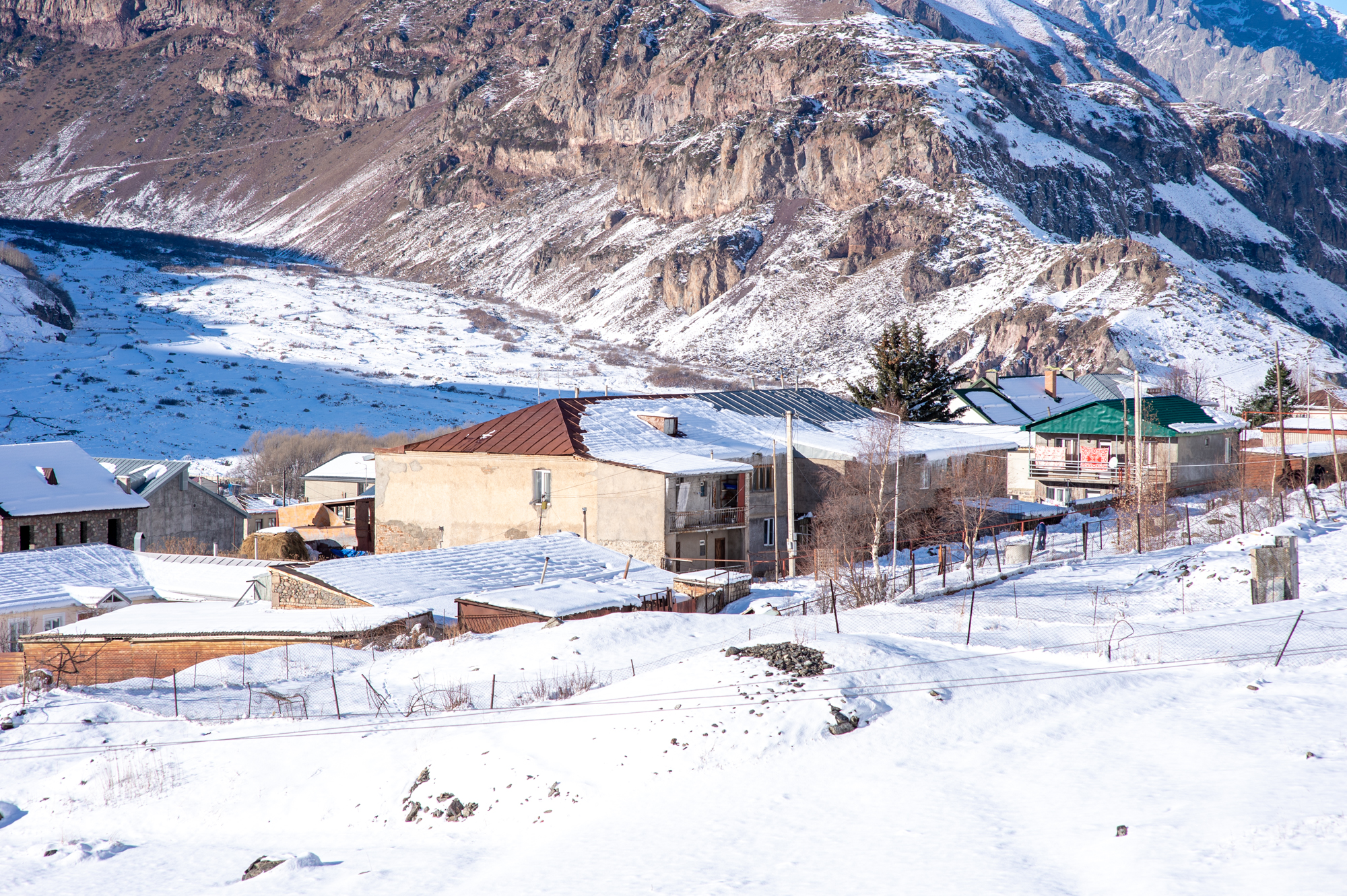 原创             卡兹别克,格鲁吉亚著名的旅游胜地,雪山脚下的小镇宛若世外桃源