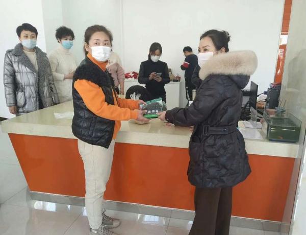 黑龙江双鸭山恒远教育师生助力防控疫情温暖抗疫一线