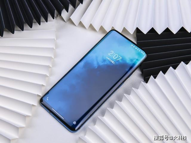 三款漂亮不是劉海屏的手機,拿在手上外觀顏值無話可說!