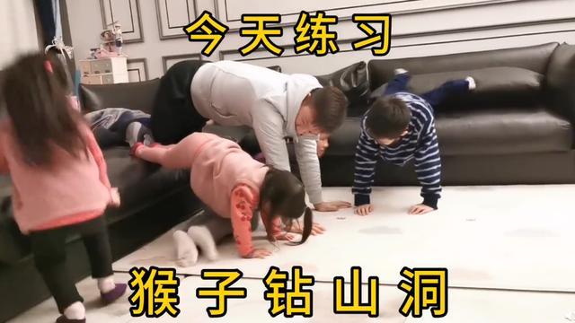 """杨威直播亲子体育课,一家五口玩猴子钻山洞,却因杨威""""翻车"""""""