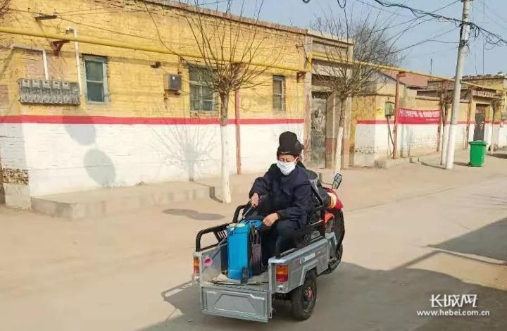 """【一线写真】桃城区邓庄镇:贫困户变身志愿者 冲在战""""疫""""最前线"""