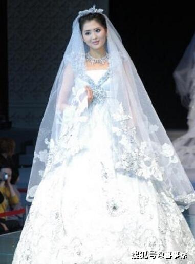 世界上最华丽的婚纱_史上最漂亮婚纱华丽