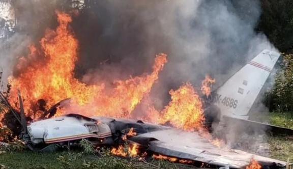 原创突发!一架客机在法国南部硬生生坠毁,燃起熊熊大火,已致4人死亡
