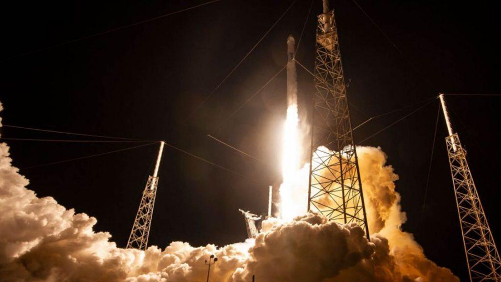 【动点播报】蔚来遭高瓴资本清仓 Space X 再次推迟 60 颗星链卫星发射时间