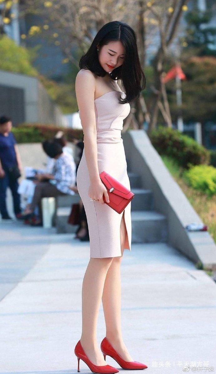成熟的女人也很美,小姐姐紧身裙秀性感身材