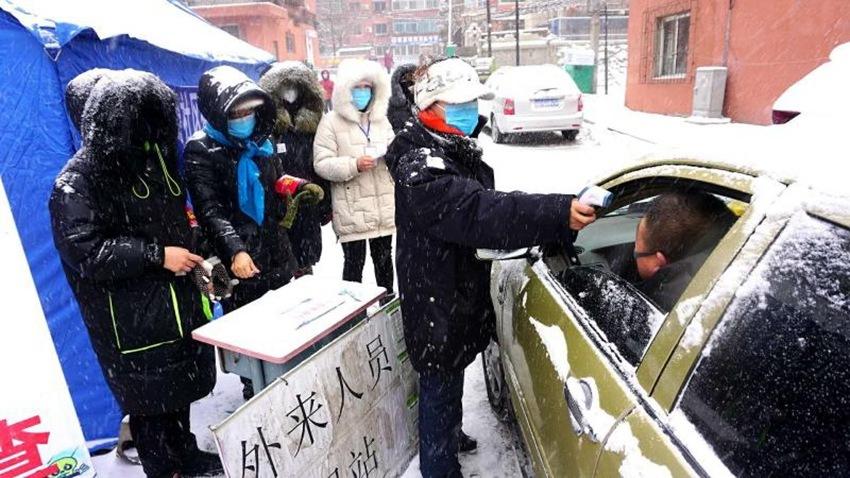 抚顺市战暴雪阻疫情