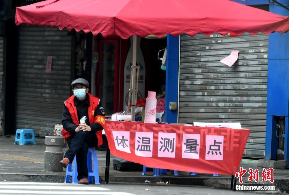 河南许昌:男子邀3名好友翻栏杆聚会被警方处以行政拘留5日处罚