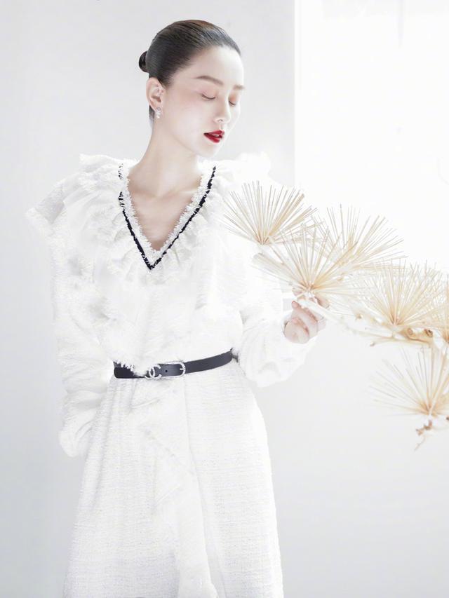 """刘诗诗开工拍时尚封面,优雅灵动如斯,""""大光明""""发型也能驾驭"""